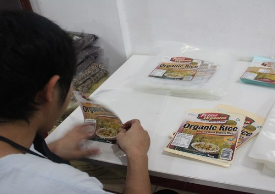 10-worker-at-glowcorp-packaging-organic-rice2